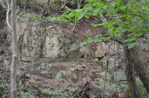 ■謎の四角い石積み